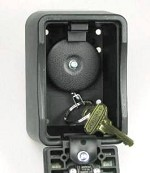 Supra Lock Box With Built-In Key Retractor
